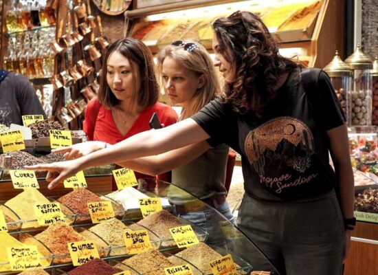 our guide briefing about the spices in the market during Istanbul food tour in old city